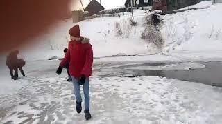 Подростки спасли провалившегося под лед ребенка в Томске