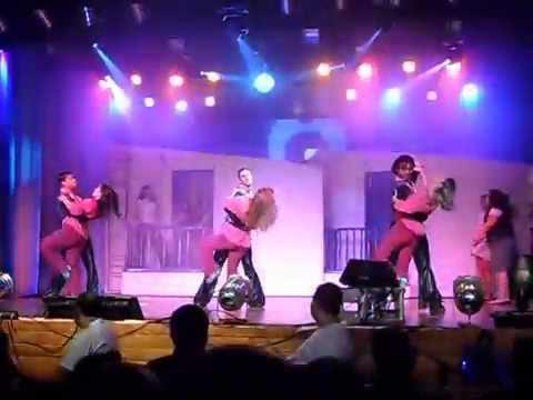 Adrian Vinícius no musical mamma mia em jaguariúna