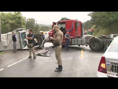 Bandidos assaltam carro forte e trocam tiros com a Polícia em Araquari