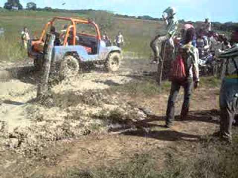 ronantinan..jiprs atravesando barro em cocalinho na trilha do varjao