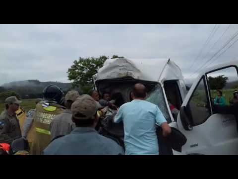 Acidente em Pureza envolvendo ônibus escolar e van