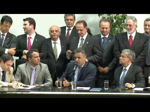 Aécio participa de encontro de prefeitos e bancada de Minas no Congresso