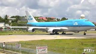 Watch live at http://MahoBeachCam.com with sound and ATC. KLM's Boeing 747-400 making one of its three weekly stops in St.