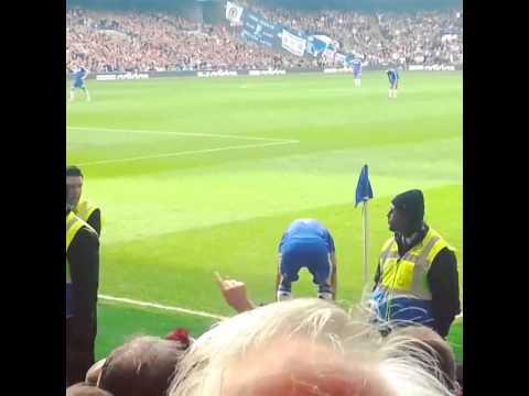 Hành động đáng xấu hổ mà CĐV Arsenal đã dành cho Cesc Fabregas