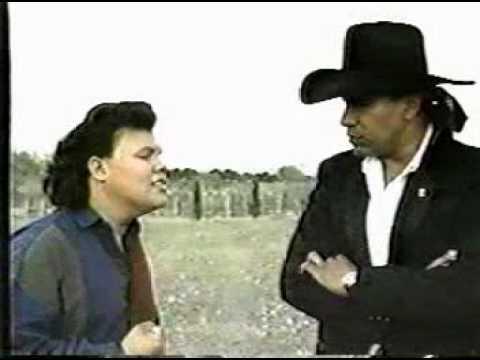 mandingo - grupo mandingo video vamos a amarla los dos, a duo con Jose Guadalupe Esparza el Bronco www.grupomandingo.com http://www.facebook.com/grupomandingooficial.