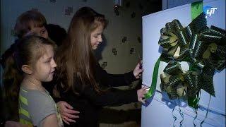 Многодетная семья из Великого Новгорода получила холодильник от компании