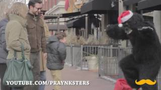 DescriptionThe PRAYnksters are at it again with another positive prank. This time SantaSquatch is out on the town giving out bananas to unsuspecting strangers. Please subscribe, like, and share this video to help us inspire others. Thank you!www.youtube.com/praynksterswww.facebook.com/praynksterswww.twitter.com/praynksterswww.praynksters.comThank You and God Bless!