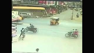 Rajahmundry India  City new picture : CCTV footage of bus accident in Rajahmundry, India