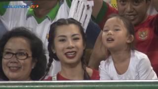 Video Istri Irfan Bachdim Jennifer Hangatkan Stadion Manahan Solo MP3, 3GP, MP4, WEBM, AVI, FLV Oktober 2017