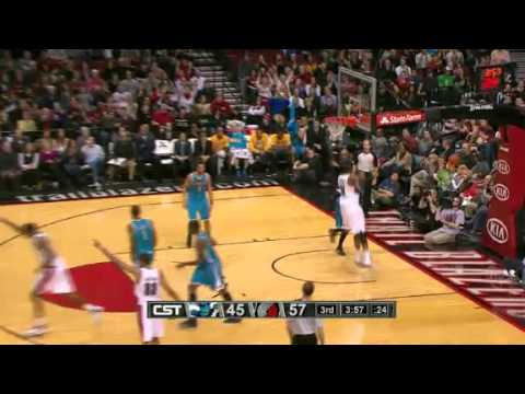 Felton to Aldridge Alley Oop Dunk against Hornets