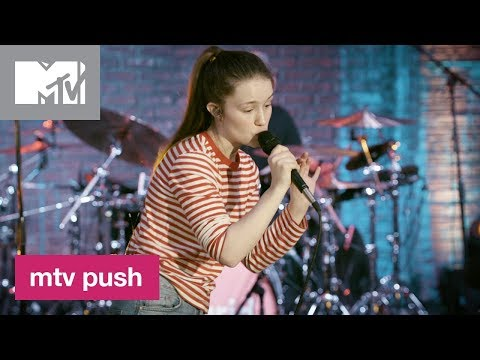 Sigrid Performs 'High Five' 🎶 | MTV Push