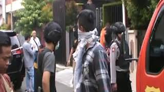 Video Densus 88 & Polres Tasikmalaya Gerebek Rumah Kakak Beradik Terduga Teroris - LIM 18/05 MP3, 3GP, MP4, WEBM, AVI, FLV Mei 2018