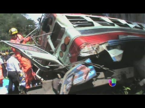 Mortal accidente de autobús en Guatemala - Noticiero Univisión