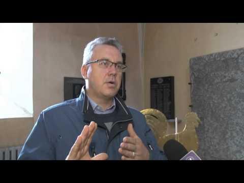 Valmierā atgriezies apzeltītais Sv.Sīmaņa baznīcas gailis