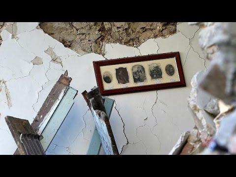 Ιταλία: Τυχεροί μέσα στην ατυχία τους όσοι επέζησαν από το σεισμό