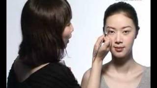 ELLE TV化妝教室 Step 2:對稱眉型的技巧