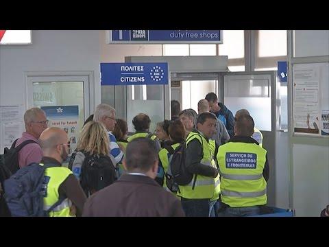Δώδεκα Σύροι επέστρεψαν αεροπορικά στην Τουρκία σε εφαρμογή της συμφωνίας ΕΕ – Τουρκίας.