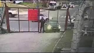 Jak ukraść samochód kiedy właściciel stoi obok…