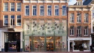 Glazen Chanel winkel PC Hoofdstraat.