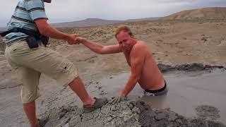 Video guy gets stuck in quicksand mud... MP3, 3GP, MP4, WEBM, AVI, FLV Juli 2019