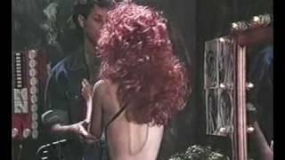 Cena do cap 14 da novela [i]Sassaricando[/i]Exibida em 24/11/1987Guel pergunta de Camila e Brigitte fica uma fera.Músicas: CANTANDO NO TORÓ  Chico BuarqueESTRANHA LOUCURA  Alcione