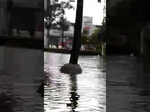 Calle Ju�rez result� inundada
