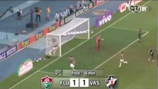 Vasco ganha do Fluminense com gol de Bernardo aos 45 do segundo tempo e se mantém vivo na luta pelo título brasileiro.