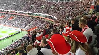 Zadymiarz pięknie pociśnięty przez kibiców – mecz Polska – Czarnogóra