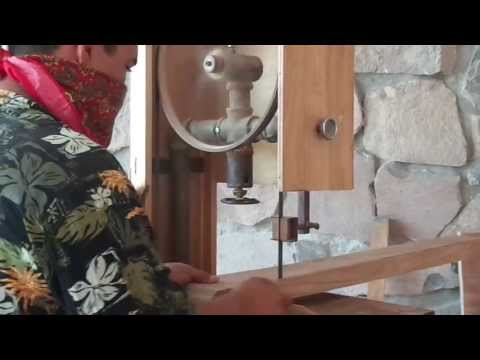 sierra de sinta sin fin - Sierra Cinta para corte de madera 100% casera. Muestra de cómo es que trabaja, y la forma en que está construida. HxNM la Wiki del Hágalo Usted Mismo: http:/...