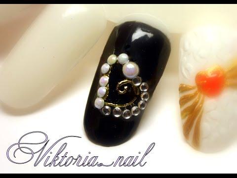 nail art con cuore centrale