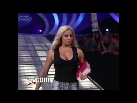 Trish Stratus vs Lita (Full match!)