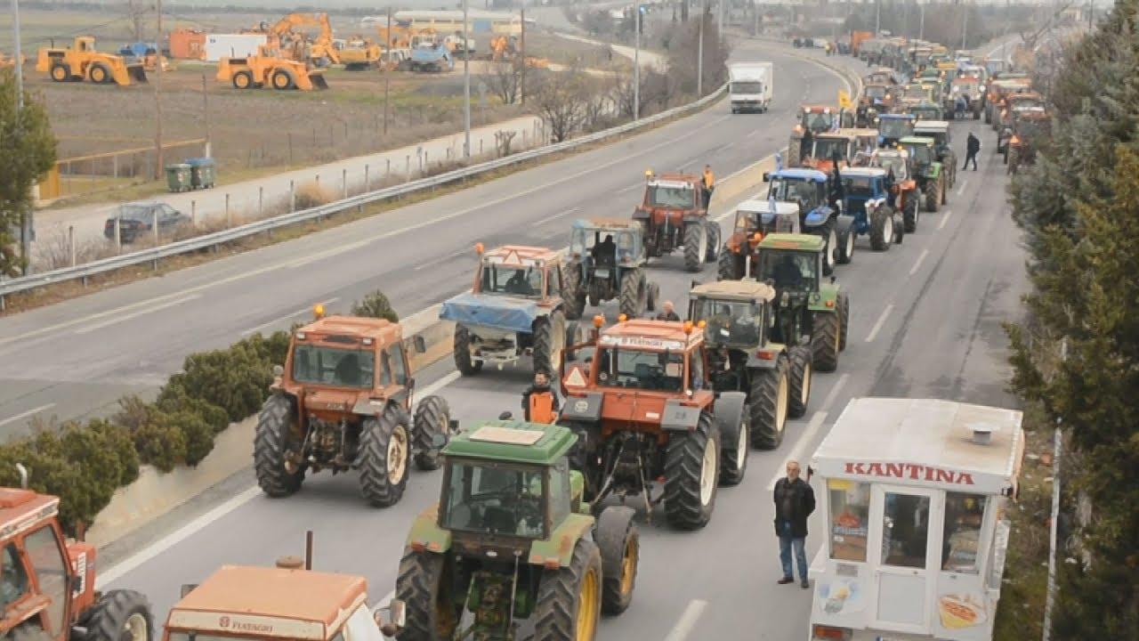 Διαμαρτυρία των αγροτών στον κόμβο της Νίκαιας