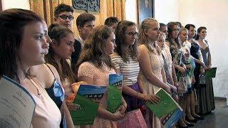 Žáci převzali svá devátá vysvědčení