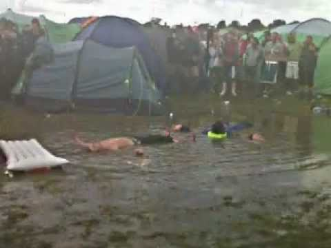 creamfields - two happy men simply going at it.