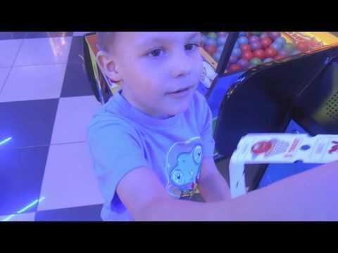 Развлечение для детей! Прогулка в ТРК! Игры в angry birds! Игровые автоматы для детей!