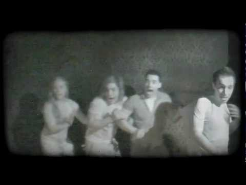 This Haunted House Takes A Flash Photo At The Exact Scariest Moment. The Reactions Are Hysterical!