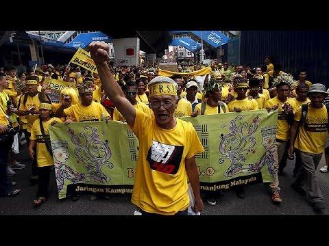 Μαλαισία:Παρέμβαση του Μαχαθίρ Μοχάμαντ για την ανατροπή του πρωθυπουργού Ρατζάκ