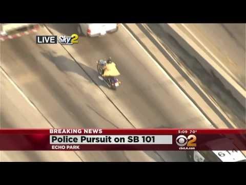 Osumljenec parkiral motor, odvrgel plašč in želel pretentati policijo