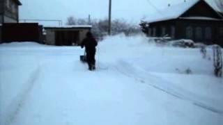 Снегоуборщик Метель, свежевыпавший снег.