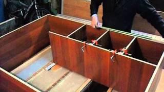 Сборка мебели с самодельной струбциной