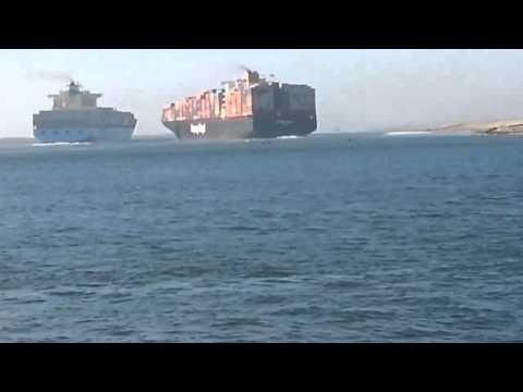 Столкновение контейнеровозов в Суэцком канале