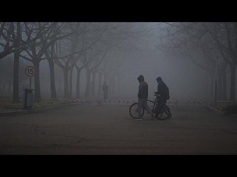 Σε κόκκινο συναγερμό λόγω ομίχλης και πάλι το Πεκίνο