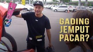 Download Video Gading Jemput Wanita Cantik di Bandara, Roy Marten Beri Pujian - Cumicam 22 April 2019 MP3 3GP MP4