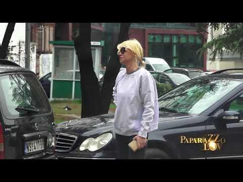 Nataša Bekvalac u raspravi sa komšijama ispred zgrade