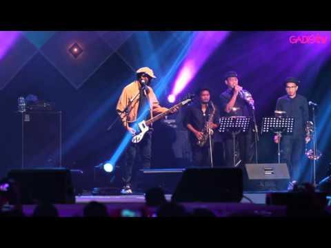 Download Video Naif - Benci Untuk Mencinta (Live At Java Jazz Festival 2016)
