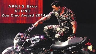 Akshay Kumar's Breath Taking Bike Stunt  - Zee Cine Awards 2014