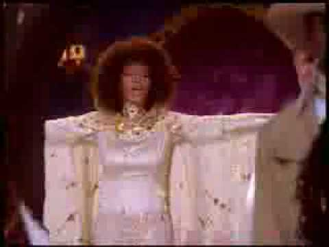 Tekst piosenki Whitney Houston - There is music in you po polsku