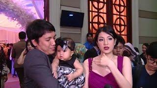 Untuk pertama kali Desta dan Natasha membawa anak ke acara ramai