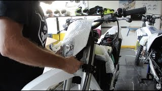 4. Unboxing Husqvarna Motorcycles 2018 FE 450 and FE 350 - unboxing Video