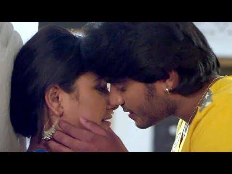 Video Chintu Romance With Priyanka Pandit    Comedy Scene From Bhojpuri Movie Deewane download in MP3, 3GP, MP4, WEBM, AVI, FLV January 2017